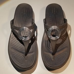 Black and silver Womens Crocs Sandals Thongs